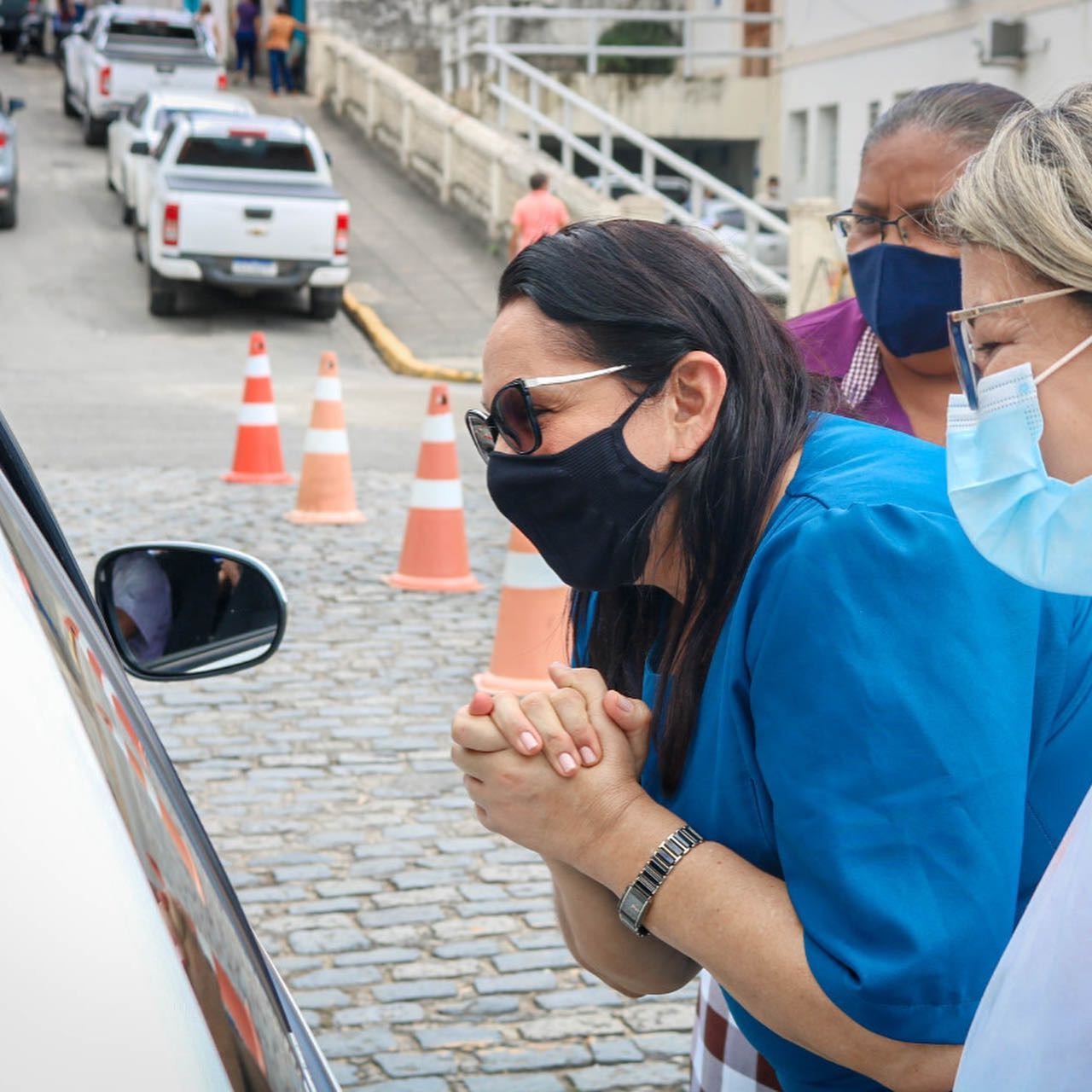 CATENDE VACINA IDOSOS NO SISTEMA DRIVE-THRU CONTRA COVID-19